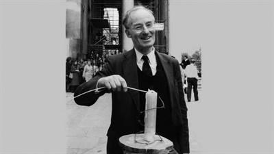 Peter Benenson (1921-2005) lors du 20e anniversaire d'Amnistie internationale, en mai 1981