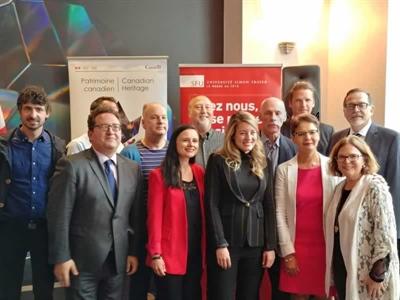 Mélanie Joly et des représentants d'institutions et d'organismes francophones de la Colombie-Britannique