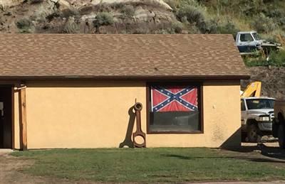 Drapeau confédéré à Wayne, Alberta