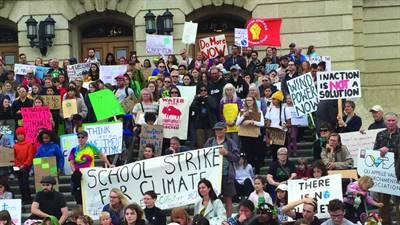 Manifestation pour le climat du 20 septembre à Regina devant le Palais législatif