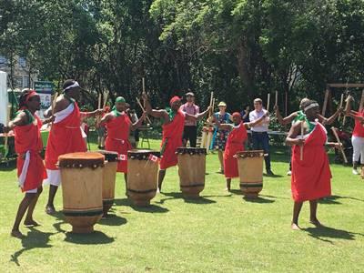 Les tambours burundais en spectacle au parc Wascana de Regina