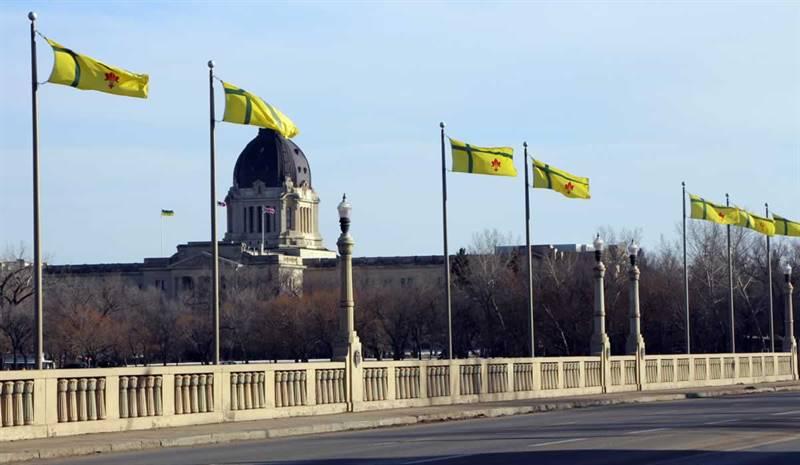Drapeau fransaskois et Assemblée législative de la Saskatchewan