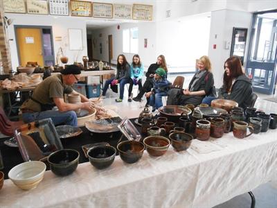 Démonstration de poterie avec Claude Morin.